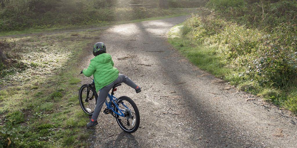dạy bé đạp xe