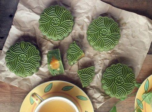 Bánh trung thu làm từ bột trà xanh