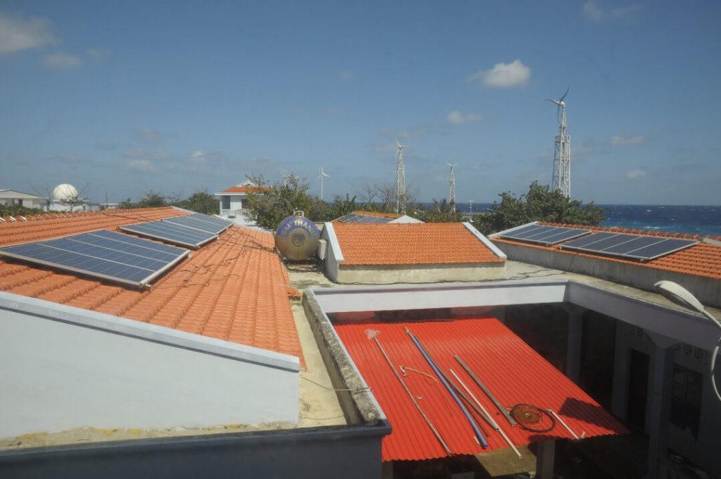 hệ thống năng lượng mặt trời mái nhà