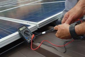 Kiểm tra hiệu suất tấm pin mặt trời hoạt động